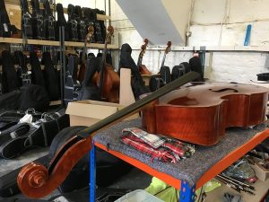 This is how this Jay Haide bass arrived with us, before we carried out our setup work.